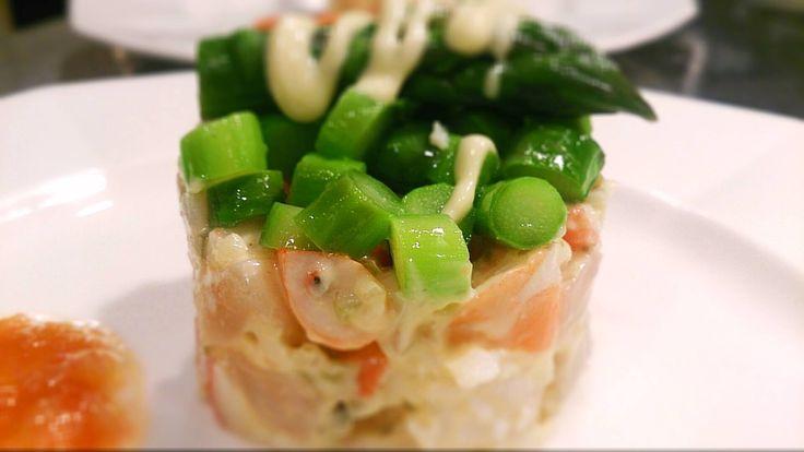 エビ・ホタテ・タラバ蟹のタルタル 上に乗っかっている三浦野菜の朝採れアスパラガスも美味しいと思ってもらえたら良いな!と思って作りました