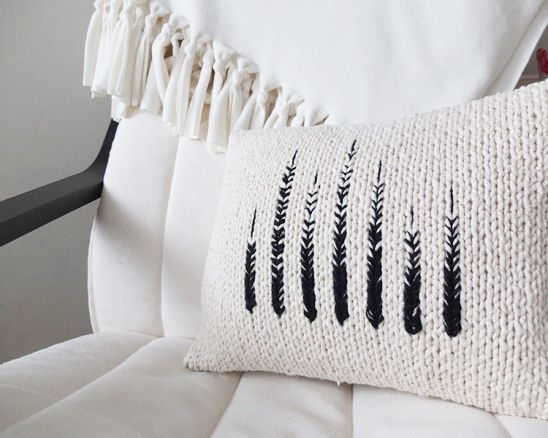 Point Pillow (https://www.kollabora.com/projects/monochrome-knit-pillow)