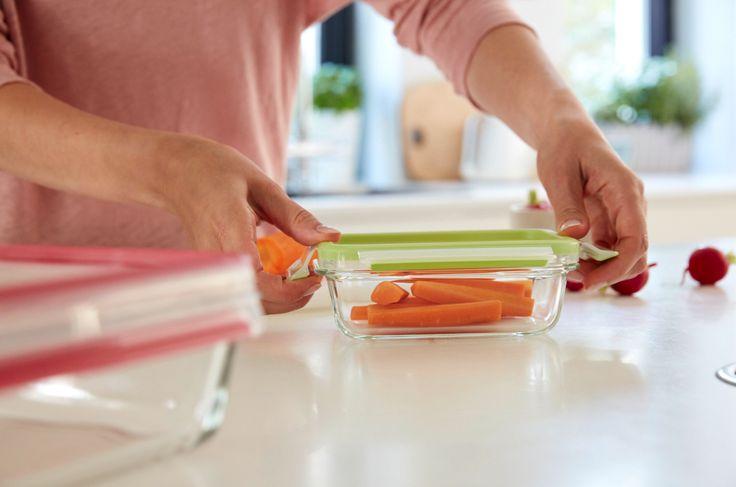 Einfach mit dem sicheren Deckel verschließen und lange frische Karotten genießen. #emsa #emsagmbh #clipandclose #glasdose #glasschale #frischhaltedose #ofenfest #karotten #moehren #healthy #lagerung #frischhalten
