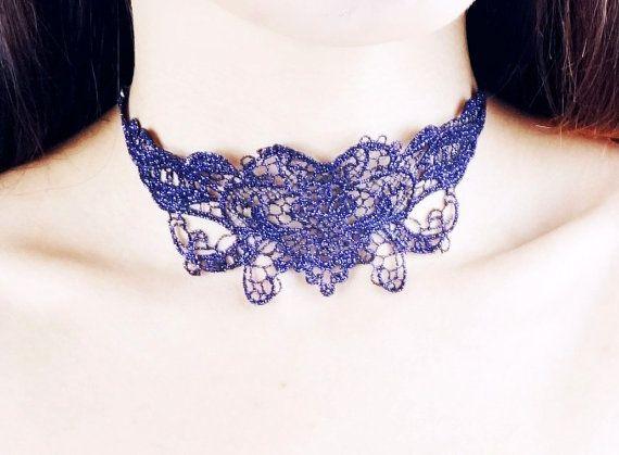 Items op Etsy die op Klaring glanzend paars lace choker slabbetje //statement ketting / vintage gothic / boho choker / / cadeau voor haar lijken