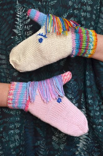 Let the unicorns keep your hands warm this winter! Knit in your favourite rainbo…