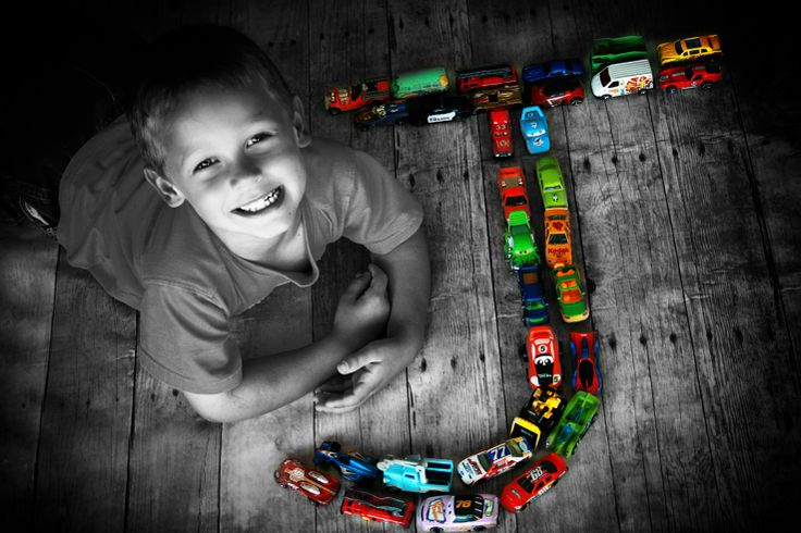 Cute idea with cars!!! Could be done with Thomas trains or even super heroes. Very fun! #smartphoto