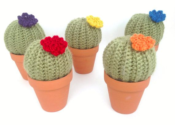 20 best knitting pincushions images on pinterest for Small terracotta pots crafts