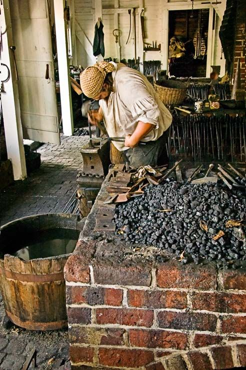Blacksmith in Colonial Williamsburg | Early American ...