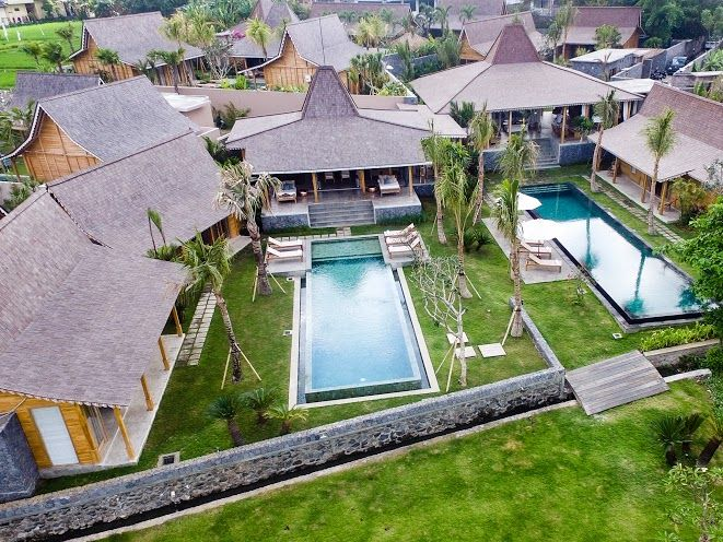 Villa Mannao | 8 bedrooms | Kerobokan, Bali | Combine with Villa Little Mannao to make 12 bedroom rent option #villa #exterior #swimmingpool #bali #holidayvilla