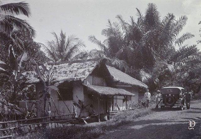 Bentuk rumah di kabupaten Ciamis. Desa Panawangan. Rumah dengan ...