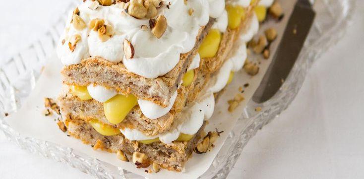 Ořechový dort se šlehačkou