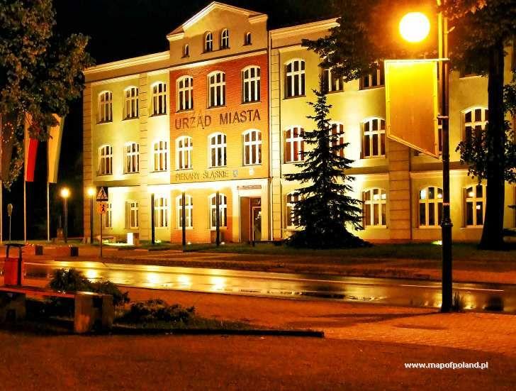 Urząd Miasta nocą - ul. Bytomska - Piekary Śląskie