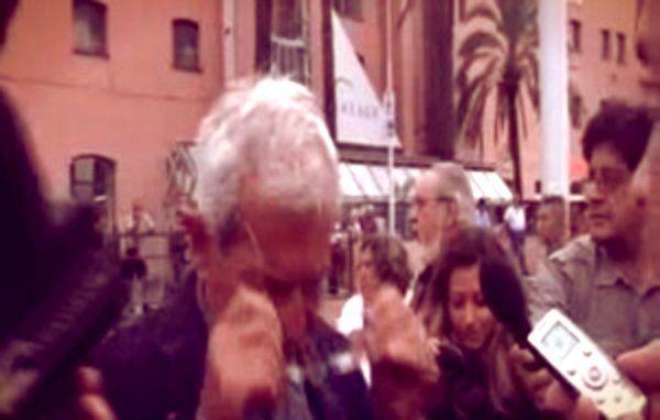complice anche la tensione a meno di 24 h dall'inizio del dibattimento sulla decadenza di Silvio Berlusconi al giunta del senato, è arrivata una vera e propria doccia fredda per Violante. http://tuttacronaca.wordpress.com/2013/09/08/doccia-fredda-alla-festa-pd-contestatore-lancia-acqua-contro-violante-video/