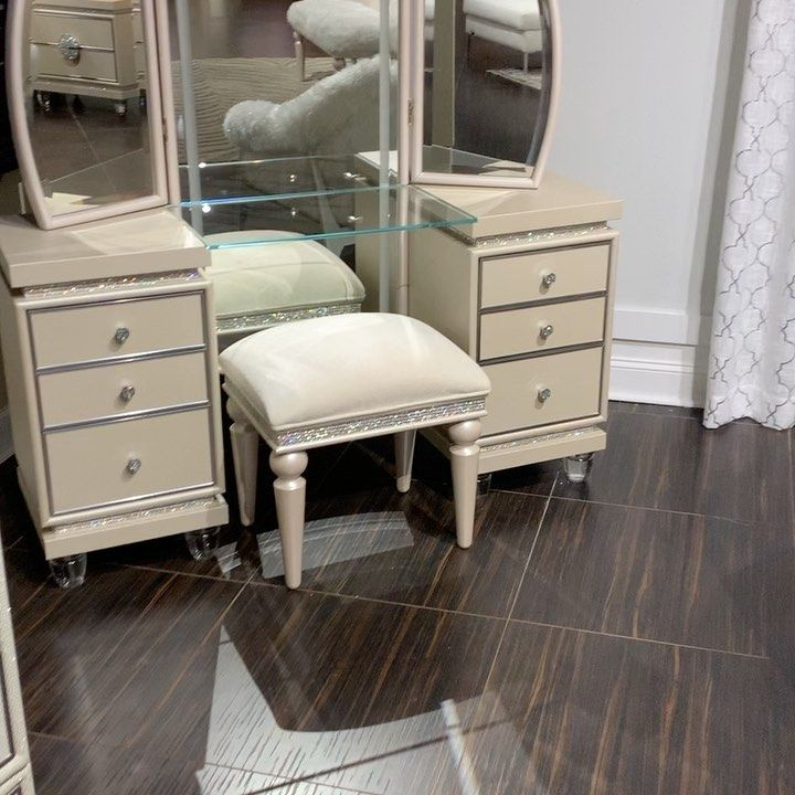 In Stock For Immediate Delivery 2427 Grand Concourse Bronx Ny 10468 300 Main St Paterson Nj 07505 No Down Payment No Interest 12 Months Furniture Home Decor Acme Furniture