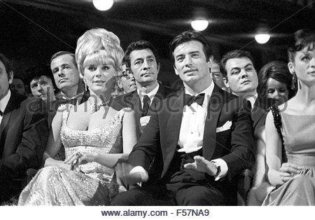 Bambi Preisverleihung im Herkules Saal der Münchner Residenz am 22. Januar 1967: Elke Sommer, Pierre Brice.