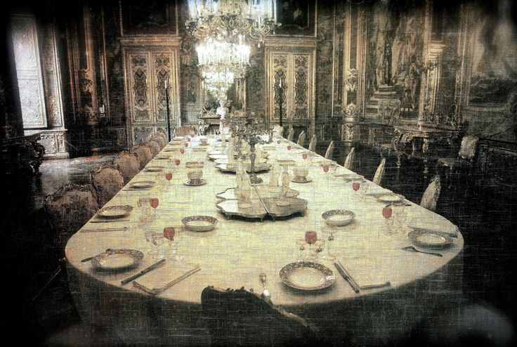 Invitation to dinner at the castle... - null