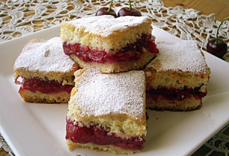 Olcsó meggyes lepény, pár hozzávaló, néhány perc és kész a finom süti!