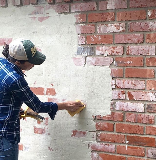 German smear is making a comeback in season 4! Who else loves this technique? #Seasonfouriscoming #GermanSmear #MagnoliaHomes #FixerUpper
