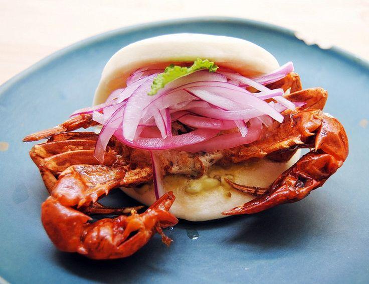 Navaja: Goa Bao de cangrejo de concha blanda, mahonesa de pimiento de padrón y siracha.
