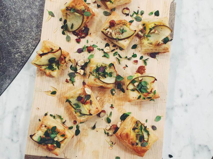 Smördegssnittar med päron, blåmögelost och hasselnötter   Recept från Köket.se