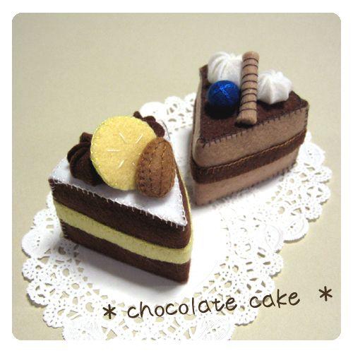 苺ショートをアレンジして、2種類のチョコレートケーキを作ってみました。 配色やパーツを変えるだけで、いろんなケーキが出来て楽しいデス♪