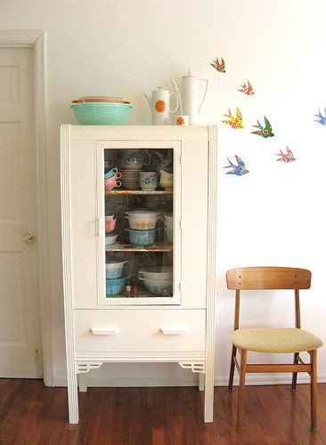 love the birds and the dishes!!!!  I think most of those are in my moms attic....