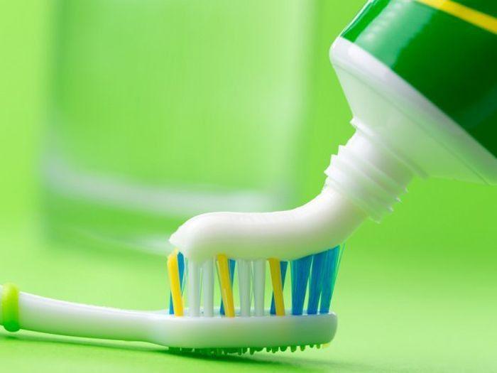 17 неожиданных способов использования зубной пасты в быту