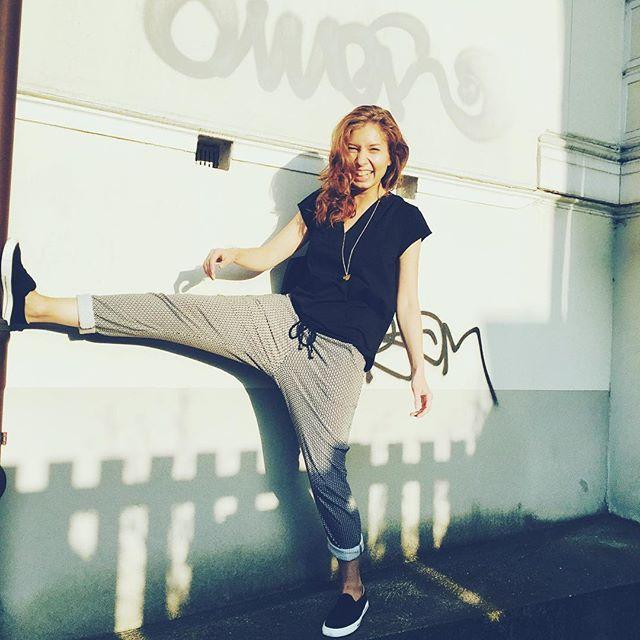 #outfitofthenetflixabend 😜📺✨ Shirt und Hose: @maas_natur | Schuhe: @ethletic