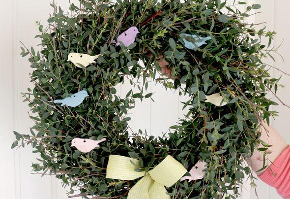 Re-usable Easter wreath. Leaff Design, Blog: Creative Living http://leaffdesign.blogspot.co.uk/2016/03/easter-wreath-making-creative-living.html #wreath #spring #easter