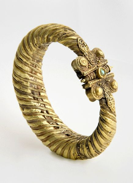 Gold Seljuk Bracelet with Turquoise Inlay - Central Asia. Circa: 11 th Century AD to 12 th Century AD.