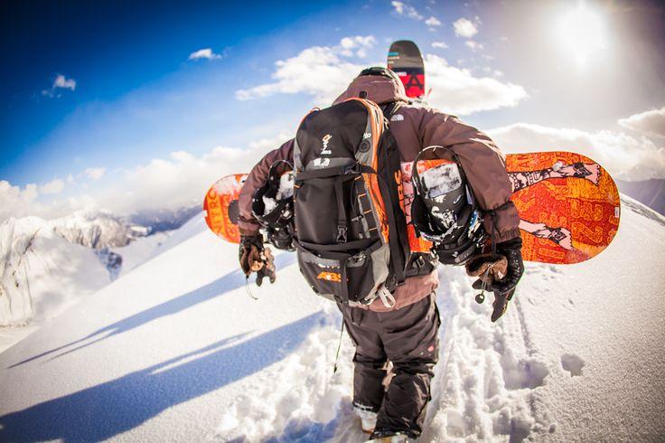 Von 110 cm #Neuschnee bis strahlendem #Sonnenschein, von anstrengenden #Aufstiegen bis glückliche A#bfahrten, von kuriosen #Momenten bis herzliche #Gastfreundschaften… #Georgien kann man schwer in ein paar Worte fassen – eins ist sicher, es überracht immer wieder positiv. Hier gibt es eine Auwahl an Fotos vom #Snowboarden / #Ski fahren, #Hiken, #LandundLeute und der Hauptstadt #Tiflis.  Georgien 2016 mit mehr Terminen in Planung!