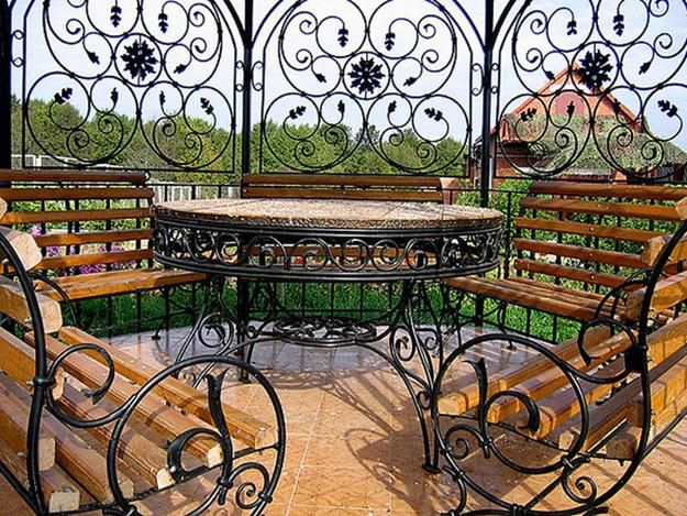 iron art furniture and garden decorations
