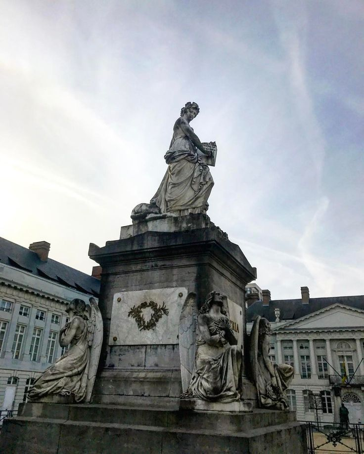 Martyrs' square. I read that underneath the square over 400 heroes of the Belgian Revolution of 1830 lie buried in a crypt but I couldn't find the entrance?  #martyrsquare #brussels #square #danishadventurer