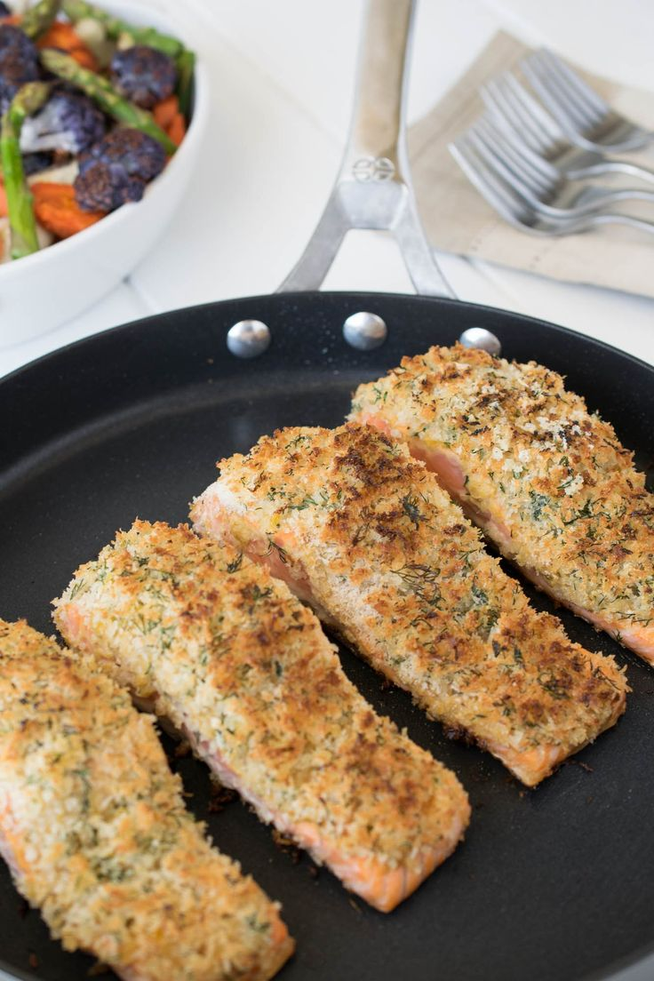 Lemon parmesan crusted salmon. Seared salmon topped with dijon mustard and a delicious lemon, parmesan and dill panko topping. @culinaryginger