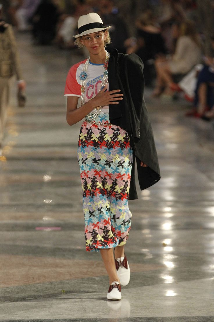 Chanel Resort 2017 Fashion Show - Binx Walton