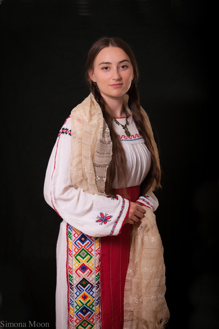 Costum Traditional din Dobrogea de Sud. Traditional Romanian costume from South of Dobrogea made by Simona Niculescu. Photo by Radu Niculescu. #dobrogea