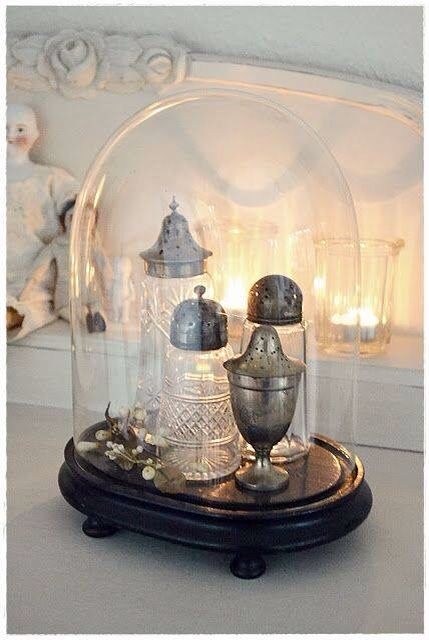 Love the simplicity and highlighting the beauty of vintage pieces.