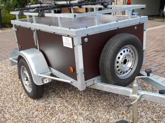 Bagage aanhangwagen met of zonder fietsrekken mogelijk. Steeds met reservewiel,neuswieltje en disselslot.