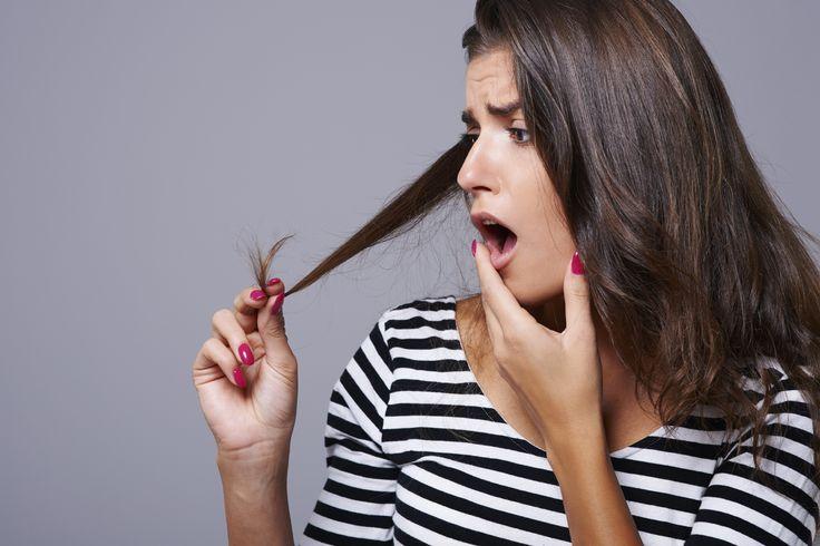 Você notou que os fios dos seus cabelos estão ficando mais finos, mais fracos, mais ralos. Isso pode ser o indício de que você está ficando calva. Saiba mais. - Veja mais em: http://www.vilamulher.com.br/cabelos/tratamentos/calvice-feminina-veja-as-possiveis-causas-e-previna-se-692553.html?pinterest-mat