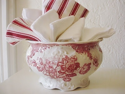 Great for displaying hand towels in the kitchen or bathroom.