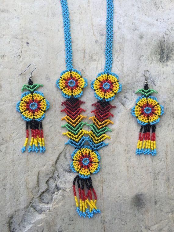 Martina's Huichol beaded necklace with por ArtesaniasBatyah en Etsy