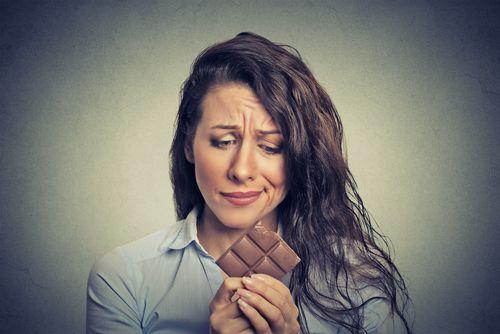 Zuckerfreie Ernährung in 5 Schritten: Wie Du die Sucht nach Süßem in 5 einfachen Schritten besiegst. Warum Zucker dick und süchtig macht. Was jetzt hilft.
