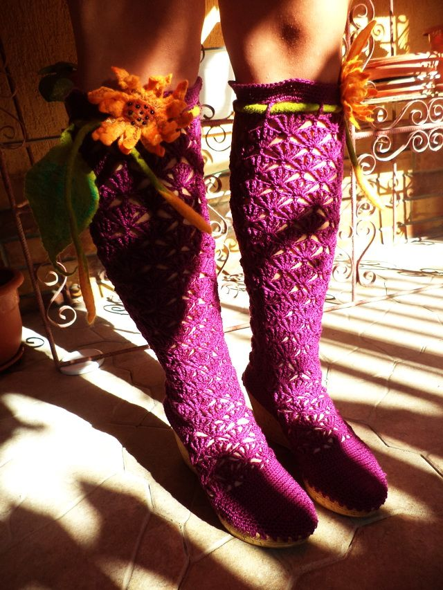 Crocheted Boots With Sunflower