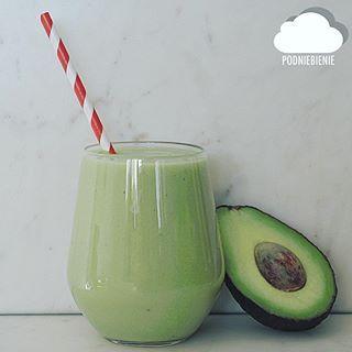 🥑🍌#awokado #avocado #koktajl #avocadoshake #avocadosmoothie #PodNiebienie #koktajl #coconutwater #wodakokosowa #smoothie #fitfood #fit #cleanse #cleaneating