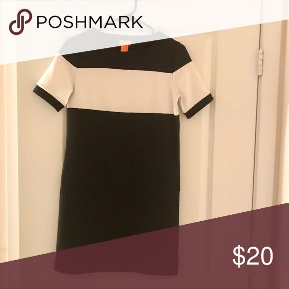 Black and white shift dress Only worn once! Perfect dress for work or a night out Dresses Mini