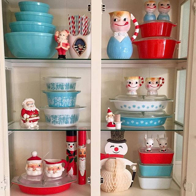 Christmas Pyrex display!                                                                                                                                                     More