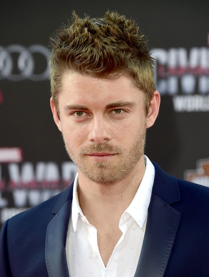 Luke Mitchell Photos - Premiere of Marvel's 'Captain America: Civil War' - Arrivals - Zimbio