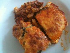 Echt heerlijk!  Echte Griekse Moussaka recept | Smulweb.nl Heb deze al verschillende keren gemaakt en is echt heerlijk. Met stokbrood, griekse salade en tzaziki. Heb wel gesmokkeld met de bechamel, die maak ik met een pakje van Grand Italia.