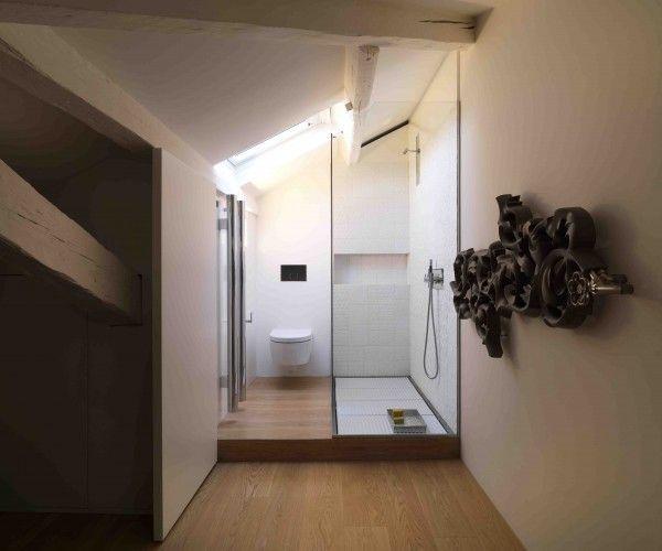 les 26 meilleures images propos de salle de bains en sous pente sur pinterest toilettes. Black Bedroom Furniture Sets. Home Design Ideas