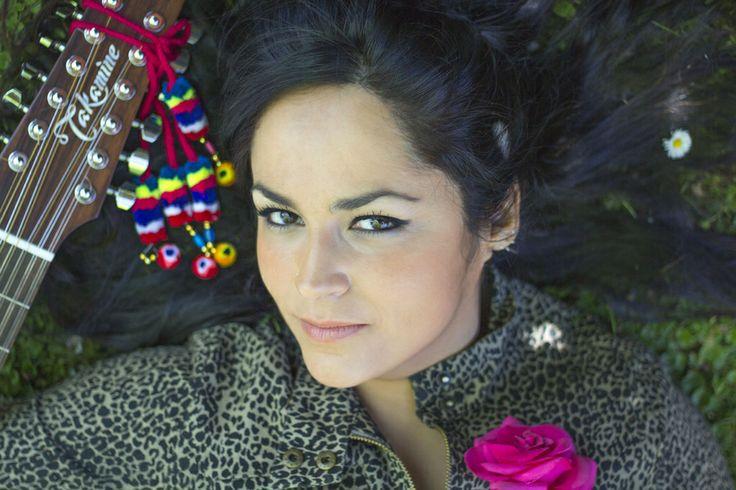 Paula Herrera - Chilean electro folk singer