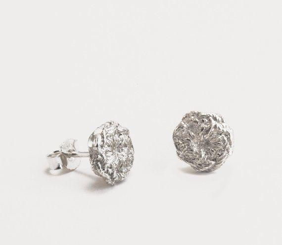 zilveren gehaakte oorknoppen | mieke de been • sieraden