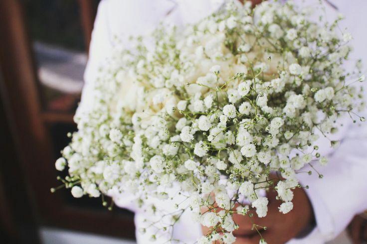 Baby breath and white rose handbouquet
