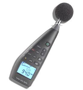 http://www.termometer.se/Handinstrument/Ljudmatning/Ljudnivamatare-CIM390-med-logger-grafisk-presentation.html  Ljudnivåmätare CIM390 med logger & grafisk presentation  CIM390 uppfyller till fullo IEC61672-1. Denna ljudnivåmätare täcker hela registret från 30dB till 130dB. Operatören ska inte behöva oroa sig för vilket skala som skall användas då CIM390 täcker samtliga ljudnivåskalor. Stor och enkel display gör den till ett nöje att arbeta med. CIM390 är också en datalogger...