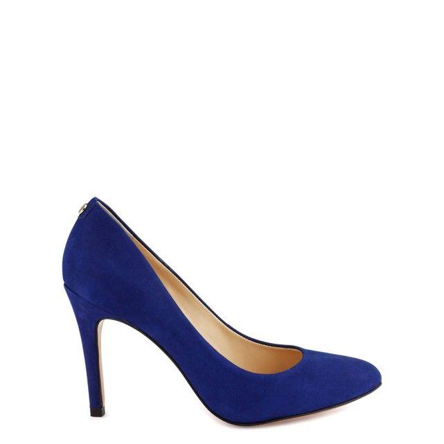 Doit-on la réapparition de ces escarpins colorés au revival 2000's ou simplement au fait que le mauvais goût est le nouveau bon goût ?    Focus : escarpins bleu roi, la redoute, high heels, chaussures bleues, fashion, mode